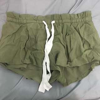 Aritzia Wilfred montrogue shorts green size S