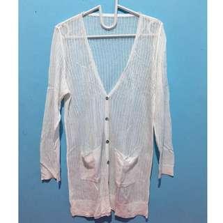 cardigan panjang putih
