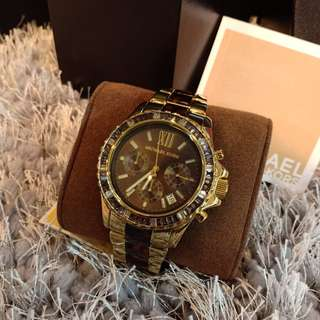PO.3-5hari.Authentic Michael Kors watch. Size D4cm. 2(two) years International warranty.