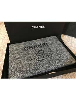 🆕🎉🛍 👱‍♂️👱‍♀️Authentic CHANEL DENIM O CASE, Unisex