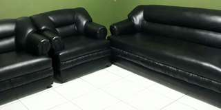 Like New Black 3-1-1 (or 4-1-1) Seater Leather Sofa / Couch