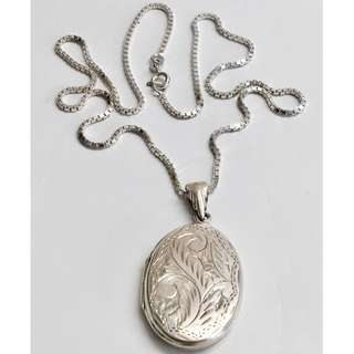 Vintage marked 925 Sterling Silver two photo locket pendant necklace engraved women jewelry