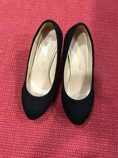 Black suedes heels