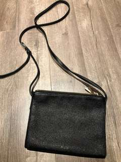 Aritzia auxiliary 3 zip small side messenger leather bag