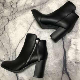 ❤️ Black Heel Boots ❤️