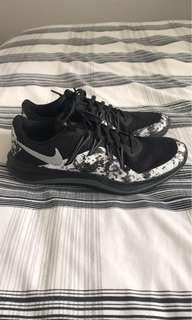 Nike black and white runners