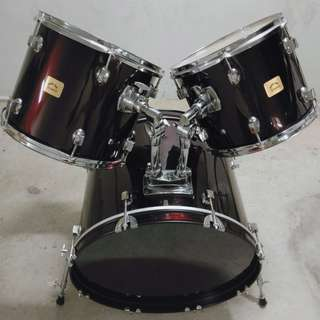 Bass drum with toms and pedal