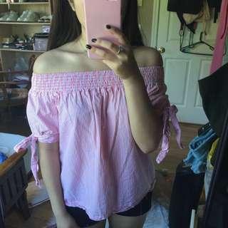 Pink off the shoulder top🌙