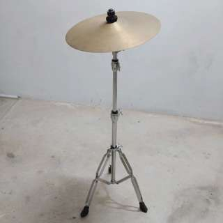 Crash cymbal with heavy duty stand