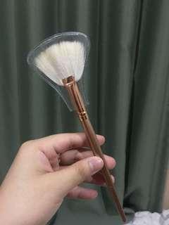 Morphe highlight brush