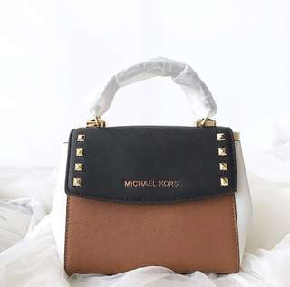 Michael Kors Karla mini crossbody Size: 17cm x 14cm