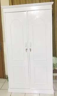 Lemari Pakaian Putih