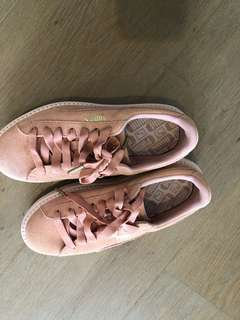 Puma us6 pink platform shoes