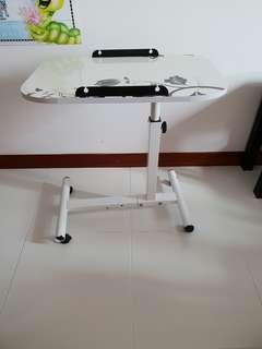 Laptop adjustable table