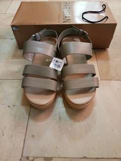 PARISIAN wedge sandals size 7