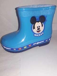 Rainboots for kids