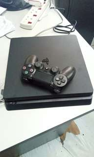 Playstation 4 (PS 4)