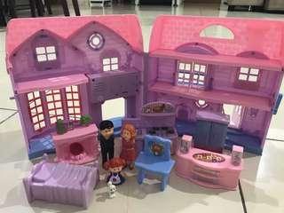 Mainan rumah barbie