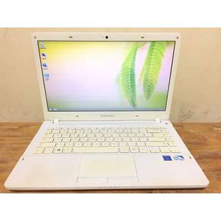 SAMSUNG 370R4E Intel Pentium CPU 997 RAM 2GB HDD 320GB