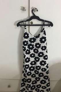 Preppy sleeveless daisy printed / floral white long dress