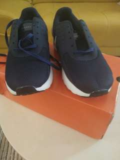 Sepatu running Nike size 41 kecil