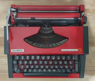 Red Olympia Traveller de Luxe Typewriter