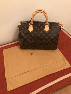 Louis Vuitton (100 % real) LV 購自香港專門店!正版正貨!只用過一次! 好新淨!🎁 另再送你一份自選禮物🎁(1 Free Gift to you, pls see below)🎁