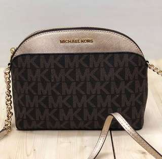 michael kors emmy dome crossbody brown / gold size 22x17