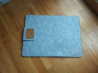 Laptop cover pouch