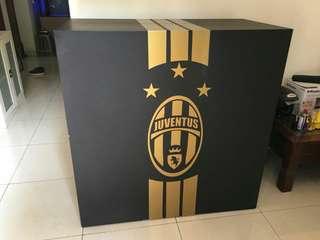 Gigantic shoes box for 50 pairs design Juventus