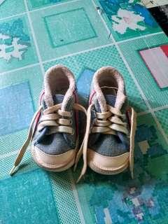 Sepatu bayi laki