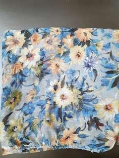 Jilbab segiempat motif bunga warna biru