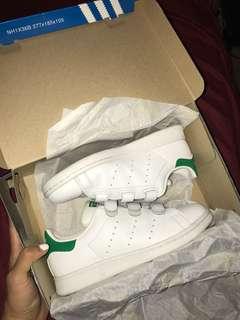 Adidas stan smith velcro size 4.5Y