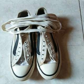 Sepatu sneaker vans