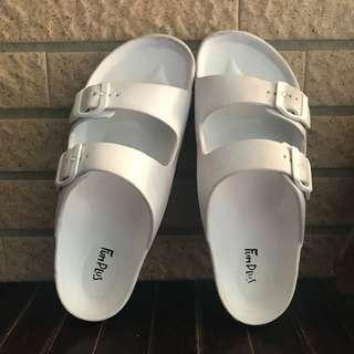 🚚 防水白色拖鞋 #女裝半價拉