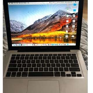Macbook pro 13 inch i5 early 2011 mulus terawat dan yang pakai cewek