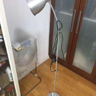 座地燈 Ikea 大螺絲頭(半山區自取;包括燈泡)