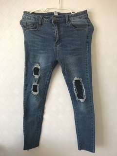 RIPPED JEANS JARING BAHAN STRETCH