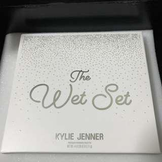 The Wet Set by Kylie Cosmetics: Pressed illuminating powder INSTOCK