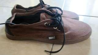 Sepatu brave