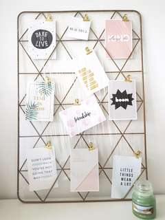 Photo frame wire mesh stand