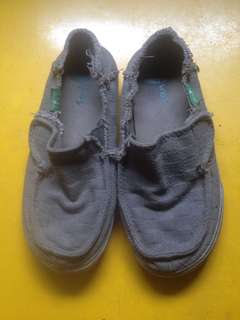 Pre-loved casual shoes
