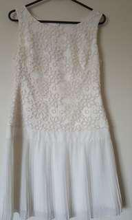 Review white Daisy dress