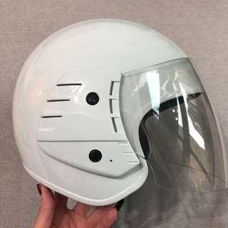 白色全罩式安全帽。素色。YMT。淨白。