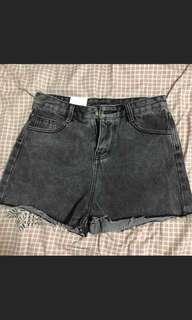 🚚 鐵灰色短褲