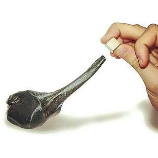 MAINAN MAGNETIC CLAY (Slime magnet)  mainan slime clay  mainan terbaru anak2 bentuk slime dan ada magnetnya..  warna hitam  isi: slime clay mata 5 pcs besi magnet persegi 1pcs  harga 10rb