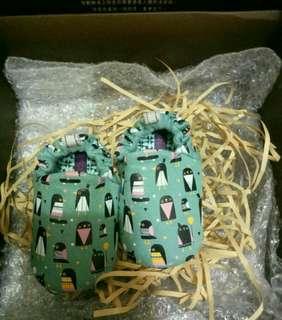 🎀免運3、7折🎀《全新僅試穿》英國POCONIDO3-6M純手工柔軟嬰兒鞋/小企鵝🐧