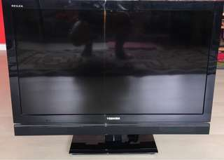 "32"" Toshiba LCD TV w/ a complete set of Component Cables"