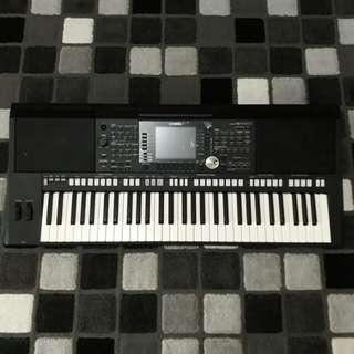 Keyboard yamaha psr S 950