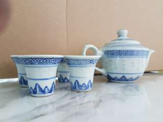 Tea pot set with 4 cups with plate